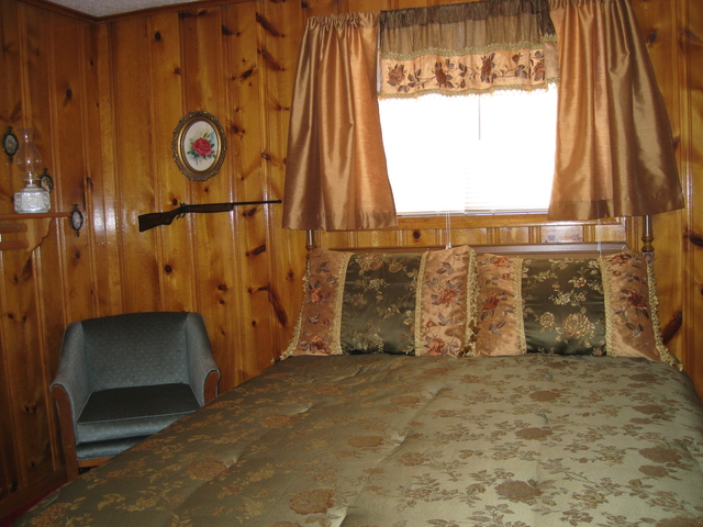 Annie Oakley Authentic Lodge Style Room at Mountain Shadows Lodge